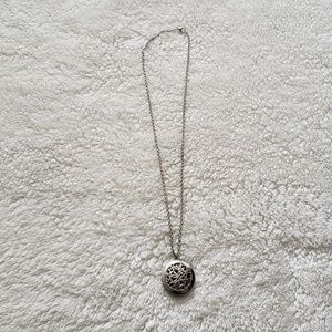 Jewelry - Silver Intricate Pendant Necklace